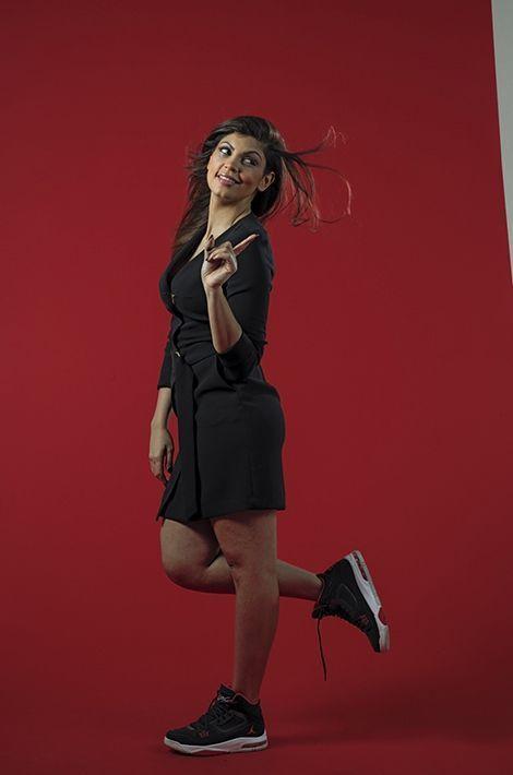Nawell Madani pose pour Paris Match.