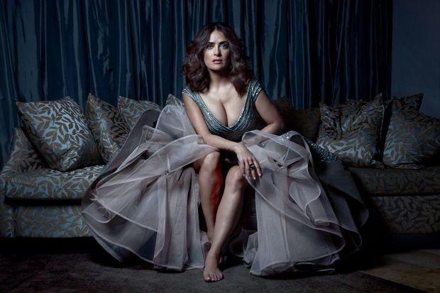 Volutes voluptueuses… Salma Hayek, en robe Elie Saab et bijoux Pomellato, dans sa suite de l'hôtel Le Gray, après la première de son film à Beyrouth, lundi 27 avril.