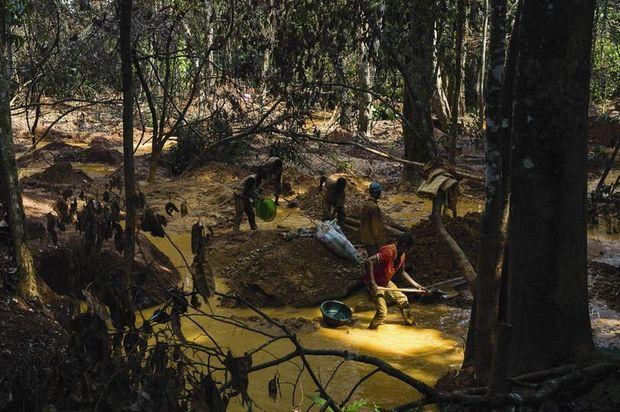 Station de lavage à la mine d'or de Kamoko.