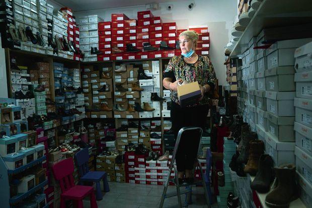 Maria, 56 ans, commerçante. Elle doit débourser 6 000 euros de loyer mensuel pour ses deux boutiques de Nogent-sur-Marne, aujourd'hui fermées.