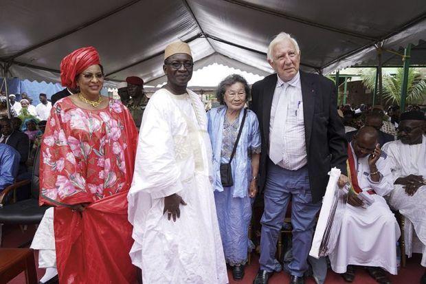 nauguration du centre André-Festoc en septembre 2018. De g. à dr. : l'épouse de l'ancien président Amadou Toumani Touré, le Pr Diarra, Thi Sanh Festoc, le Pr Deloche.