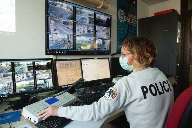 Salle Mosovo, à l'hôtel de police de Dijon. Sur les écrans, la progression du convoi, prêt à être dérouté au moindre incident.