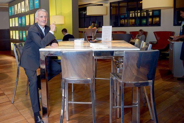 Guillaume Pepy dans le salon Business Premier de la gare du Nord, à Paris, vendredi 14 novembre.