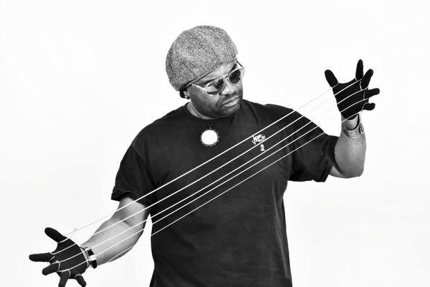 Etienne M'Bappé, bassiste camerounais.