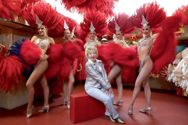 « Ça m'amuse beaucoup de me retrouver au milieu des danseuses du Moulin-Rouge. Je fais de la danse depuis l'âge de 8 ans, je sais que leur métier est horriblement difficile. »