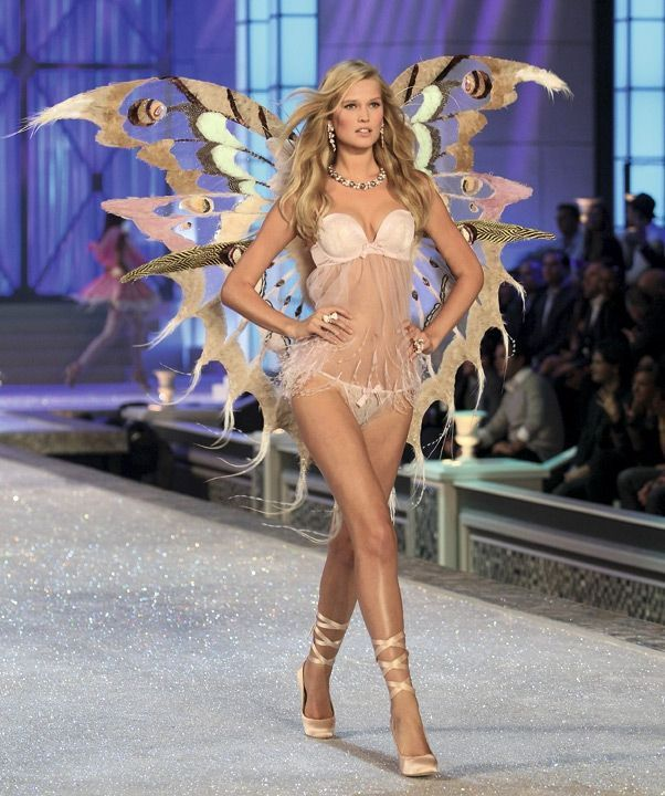 toni Garrn a défilé pour Victoria's Secret de 2001 à 2013.
