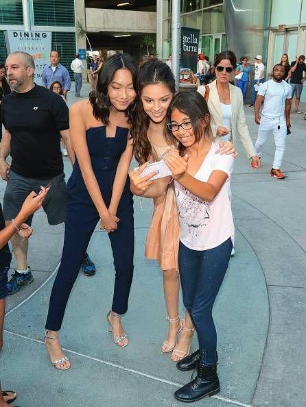 Selfie avec une jeune admiratrice et Madison Hu (à g.), autre égérie de l'écurie Disney.