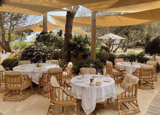 Le restaurant Gigi, installé sous la pinède à Ramatuelle.