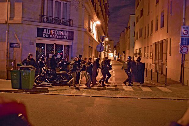 22 h 38, à l'angle du boulevard Richard-Lenoir et du passage Saint-Sébastien, à quelques mètres du Bataclan.