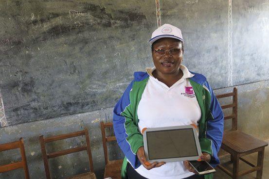 Pauline Enyegue Tanga, directrice d'Obala 1C, l'une des écoles numériques de la Fondation Orange.