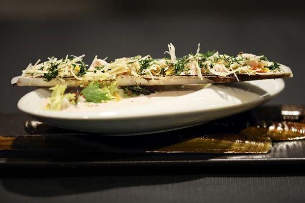 Couteau géant de plongée de Jersey, ouvert à cru et cuisiné au champagne.