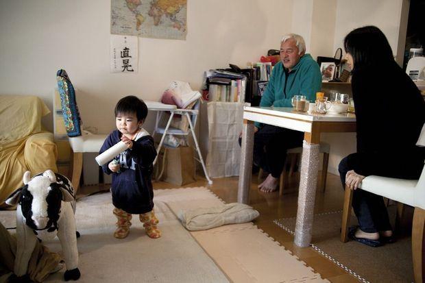Le 3 février, à Machida, dans la banlieue de Tokyo. Naoto rend visite à son fils et à sa femme.