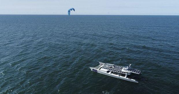 L' « aile de traction », un cerf-volant géant, est une solution d'appoint encore à l'étude.