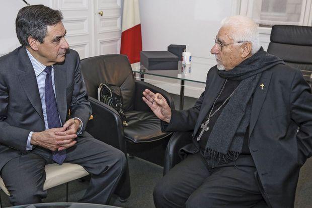 Le défenseur des chrétiens d'Orient reçoit Mgr Petros Moshe, archevêque syriaque catholique de Mossoul et Qaraqosh, à Paris, le 25 novembre 2016.