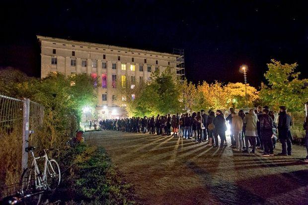 A 5 heures du matin, l'attente pour danser au Berghain, temple de la techno.