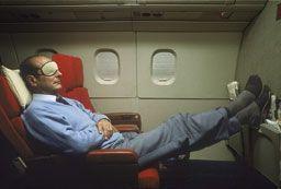 En 1987, Jacques Chirac, Premier ministre, se repose à bord du Concorde.