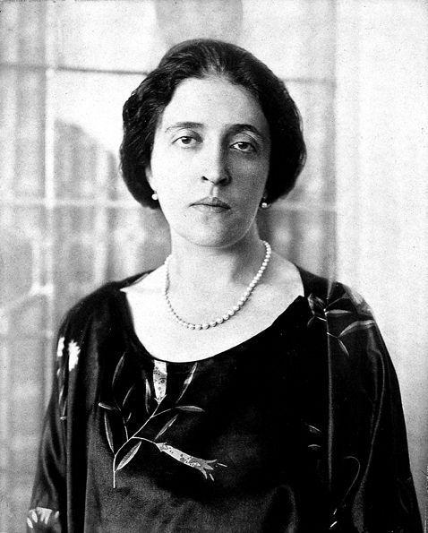 Adele Bloch-Baeur, 28 ans, en 1910. Fille de banquier, épouse d'un riche industriel, l'égérie des artistes et intellectuels viennois mourra sans enfants à 43 ans.