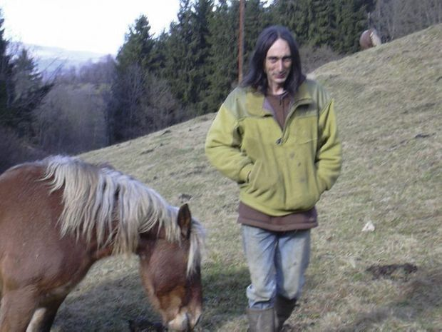 En 2007, dans l'Ariège, Xavier Fortin se promène près du chalet où il séjourna un an avec ses fils.