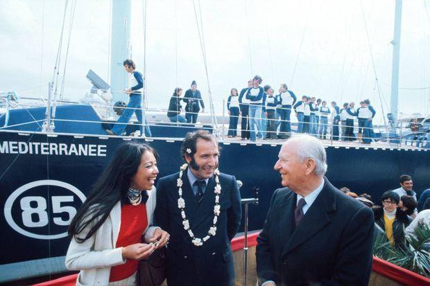 Le quatre-mâts a été baptisé le 24 avril 1976 en présence de son concepteur, Alain Colas, de sa compagne Teura, et de Gaston Deferre, maire de Marseille.