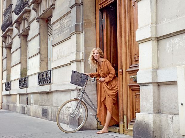 """Sandrine Kiberlain à vélo mais """"sans problème d'ego"""""""