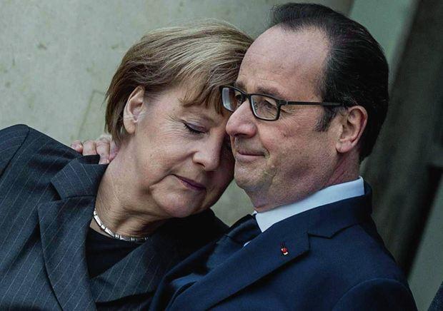 Sur le perron de l'Elysée, la chancelière allemande et le président français partagent leur émotion, avant la grande manifestation qui fait suite aux attentats contre «Charlie Hebdo» et l'Hyper Cacher.