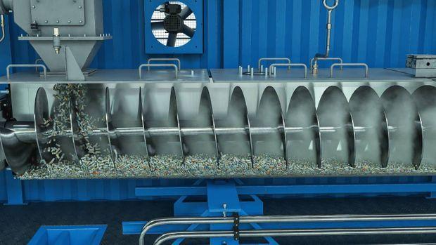 Les intrants plastiques seront triés et conditionnés avant d'être décomposés grâce à la pyrolyse embarquée.