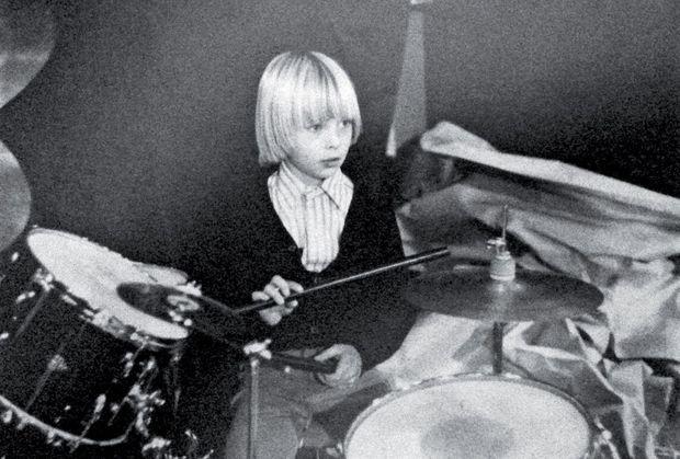 Les débuts à la batterie de David Hallyday.