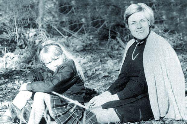 Sophie Davant avec sa mère, en 1973.