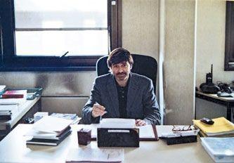 Monsieur le commissaire dans son bureau de l'antigang, à Lyon, dans les années 2000.