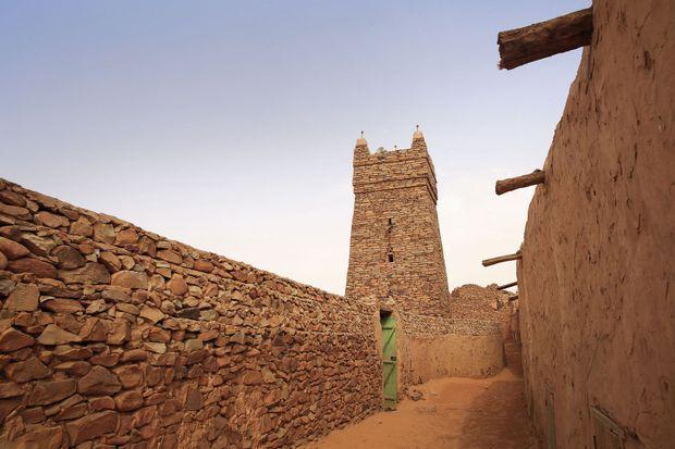 La mosquée de Chinguetti. La cité a été classée à l'Unesco pour son architecture traditionnelle en pierre taillée et son héritage de carrefour caravanier.