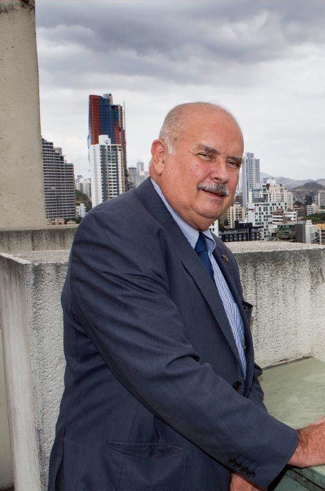 Ramon Fonseca (63 ans), président du Parti panamiste, a qualifié de « crime contre l'Etat » la divulgation de ses trafics financiers.