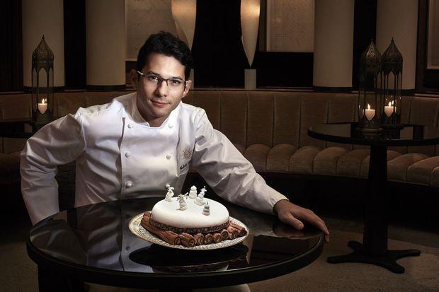 Fabien Berteau au Park Hyatt Paris-Vendôme. A 34 ans, il vient d'être élu Meilleur chef pâtissier par le guide « Gault & Millau 2015 ». Il présente son Pondichéry.