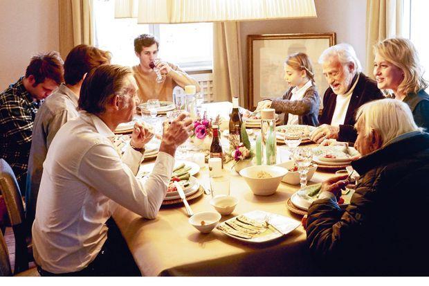 Antipasti en famille avec, à la droite de Jean-Paul, sa fille Stella, 13 ans, et en bout de table son petit-fils Victor.