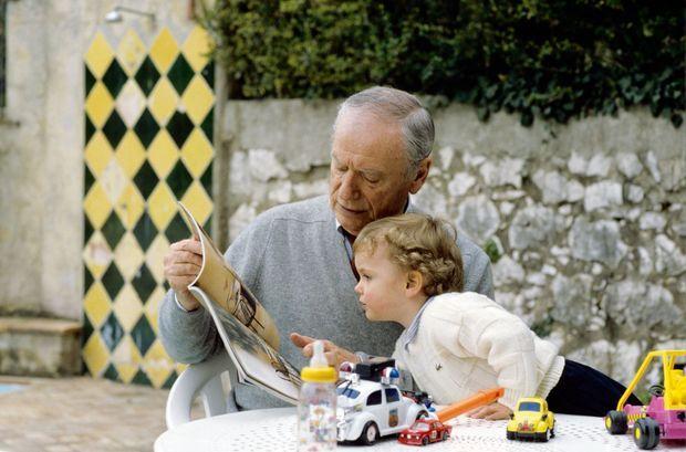 Yves Montand avait découvert la paternité à 67 ans. Ici, en mars 1991, Valentin a 2 ans.