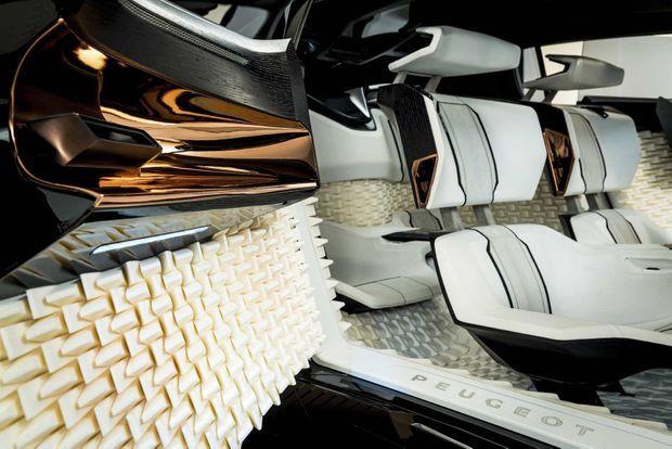 Grâce aux imprimantes 3D, on pourra choisir la forme des hauts-parleurs ou la texture des sièges pour concevoir une voiture unique.