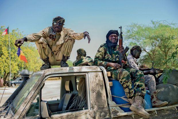 Des soldats tchadiens, le 10 février. Ils protègent aujourd'hui Fotokol d'une contre-attaque des islamistes.