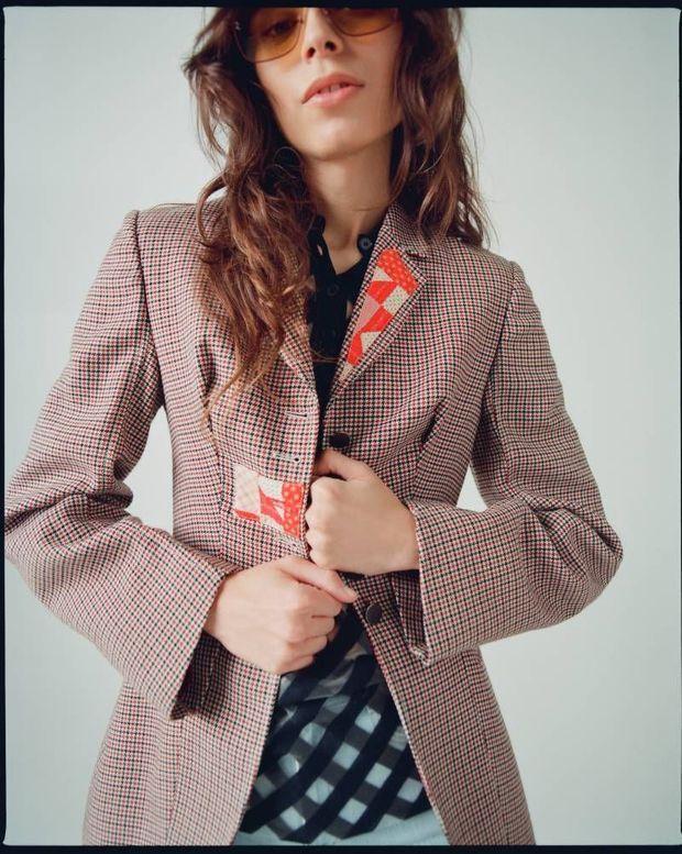 Stella McCartney. Le géant américain de la vente en ligne de luxe vintage RealReal signe un partenariat – Recollection 01 – avec la styliste anglaise en réinterprétant certaines de ses pièces déclassées