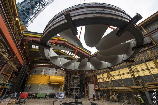 A l'usine, le rotor est assemblé avec son stator (au fond).