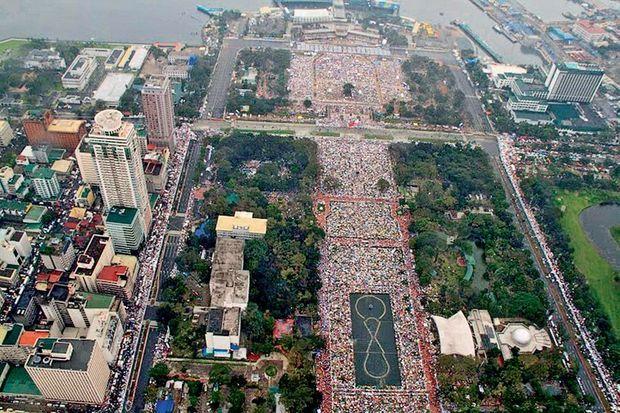 Plus de 6 millions de Philippins ont suivi la messe dominicale du pape François, ce 18 janvier, dans le parc Rizal à Manille. Le catholicisme est la première religion des Philippines.