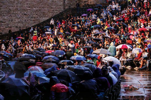 En un peu plus d'un mois, le festival a accueilli 67 000 spectateurs, tandis que 150 000 ont assisté aux spectacles du off.