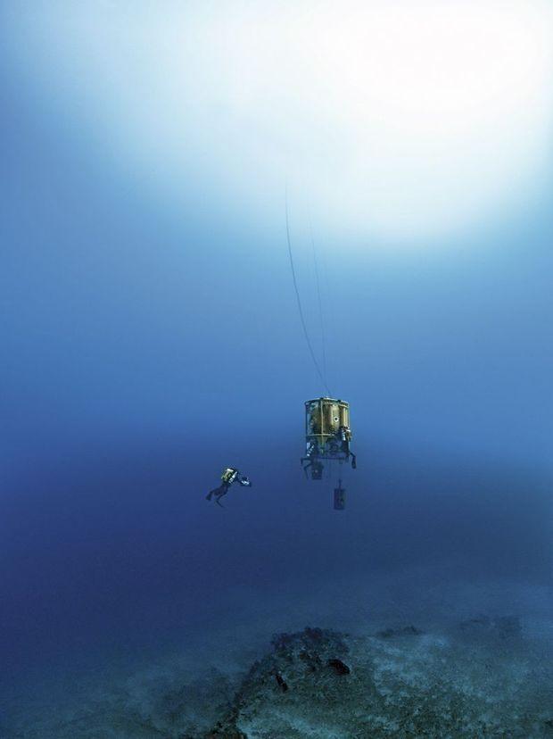 Dans le silence du Grand Bleu, les aventuriers prennent l'ascenseur pour les profondeurs