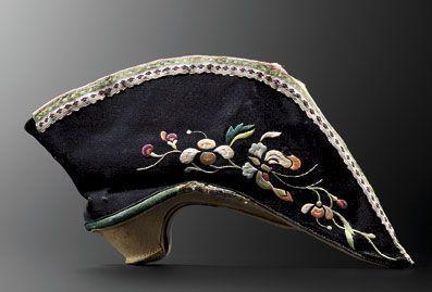 Vers 1850 Soulier pour pied bandé, Chine.