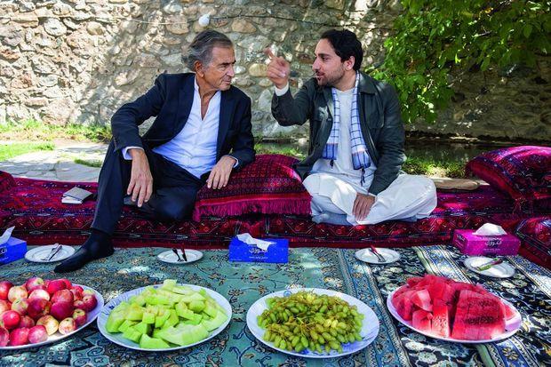 Dans la maison que son père a construite, et dont il aimait tant le jardin, Ahmad Massoud expose son programme de décentralisation.