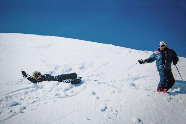 A Courchevel, où le couple se rendait chaque année. Elle raconte : « Il a d'abord skié comme un pied... Puis merveilleusement bien. »
