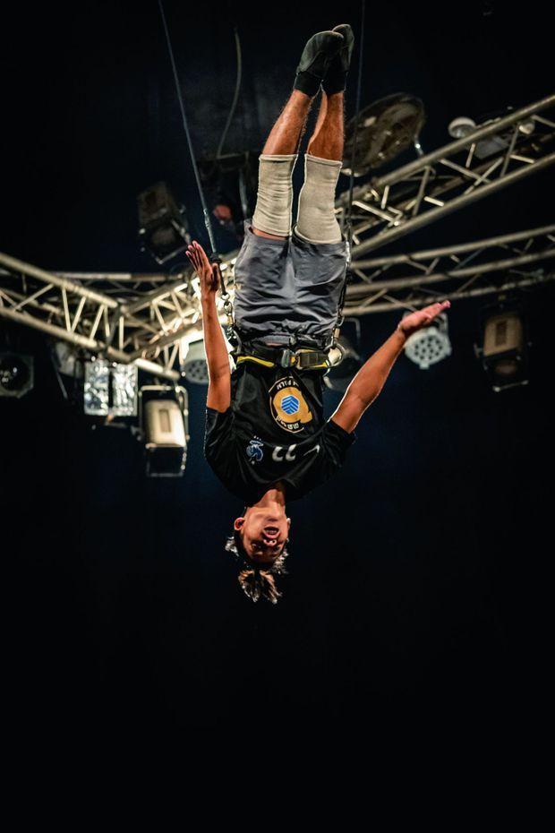 Cirque, danse, théâtre, design… Chacun choisit selon ses envies et se laisse rêver à un autre avenir que celui auquel il est promis dans les champs.