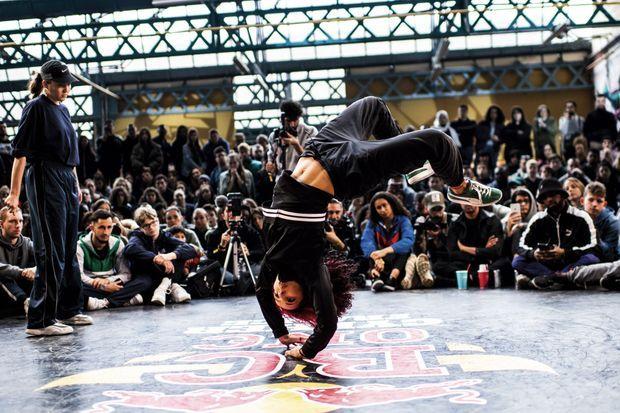 A Lyon, en mars 2019, Sarah Bee a remporté le Red Bull DC One, compétition de référence du breakdance.