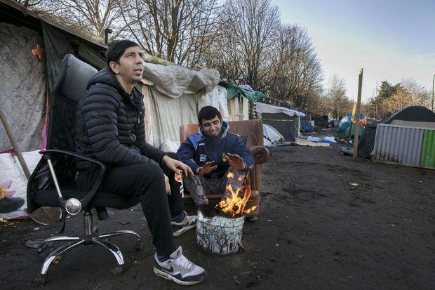 Salhad et Maolajad, 25 ans, ont fui l'Afghanistan en 2015. Ils ont atterri en France il y a un mois.