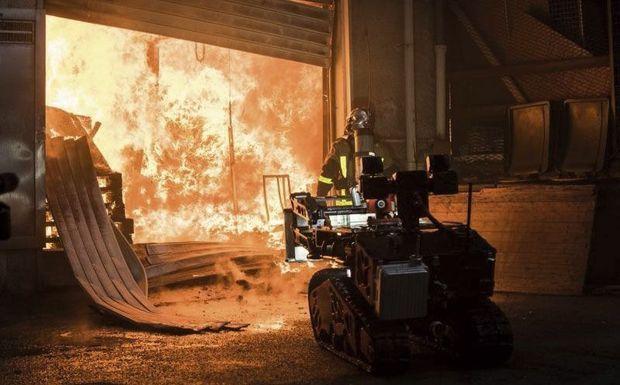 « Colossus a permis de faire baisser la température à l'intérieur de la nef de Notre-Dame », avait expliqué le porte-parole des pompiers de Paris. Ici le robot pendant ses phases d'entraînement.