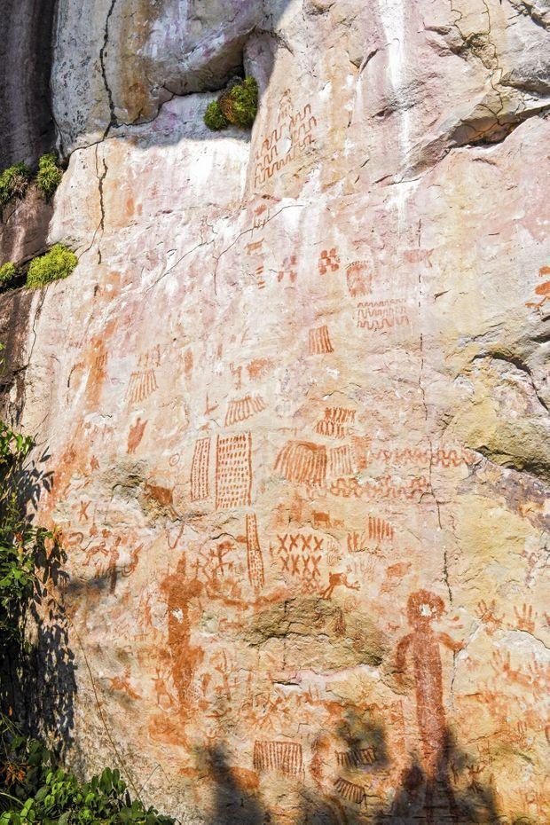 Une paroi peinte de la Lindosa. Cent kilomètres plus loin, dans le Chiribiquete, on retrouve le même genre de motifs.