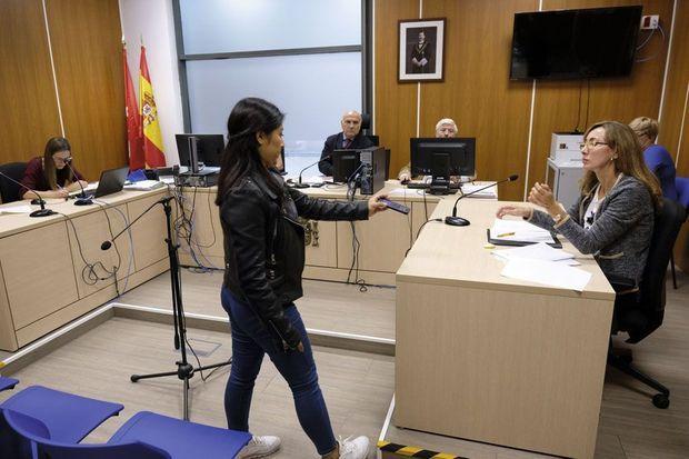Madrid, au tribunal des violences contre les femmes. La victime montre la vidéo menaçante de son ex qui comparaît